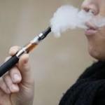 Les fumeurs et la cigarette électronique.