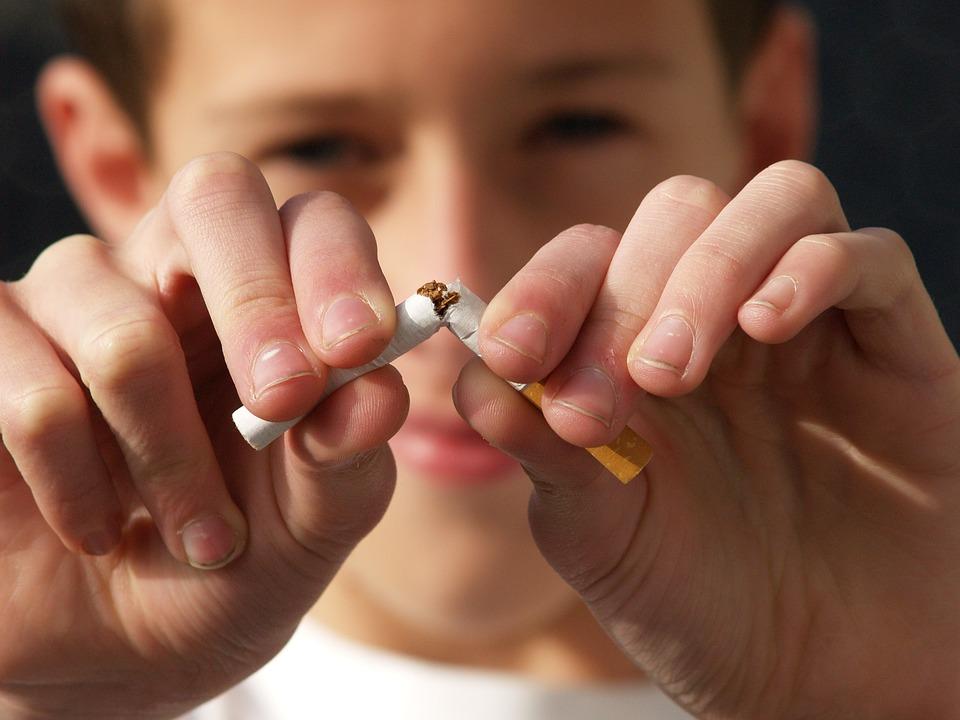 E-cigarette interdite en public