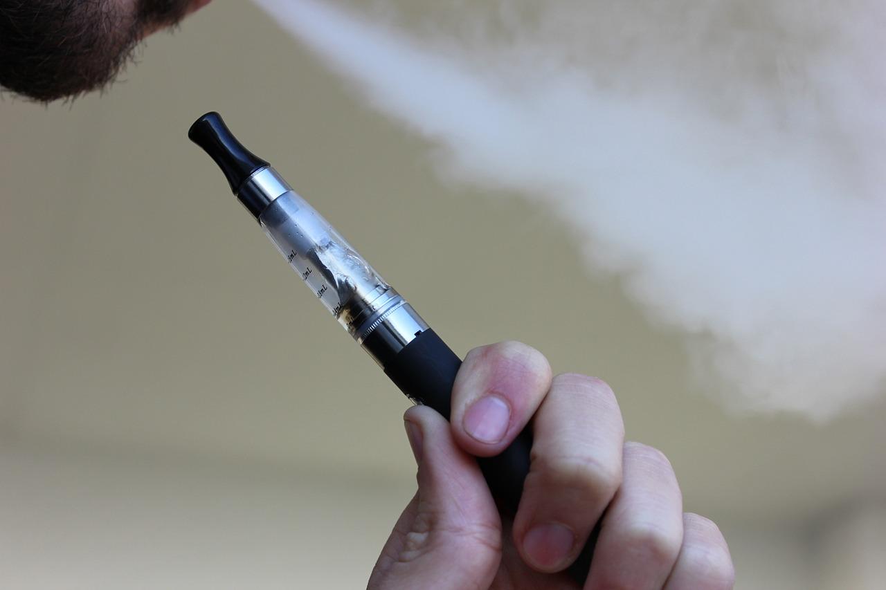 bien remplir le réservoir de sa cigarette électronique