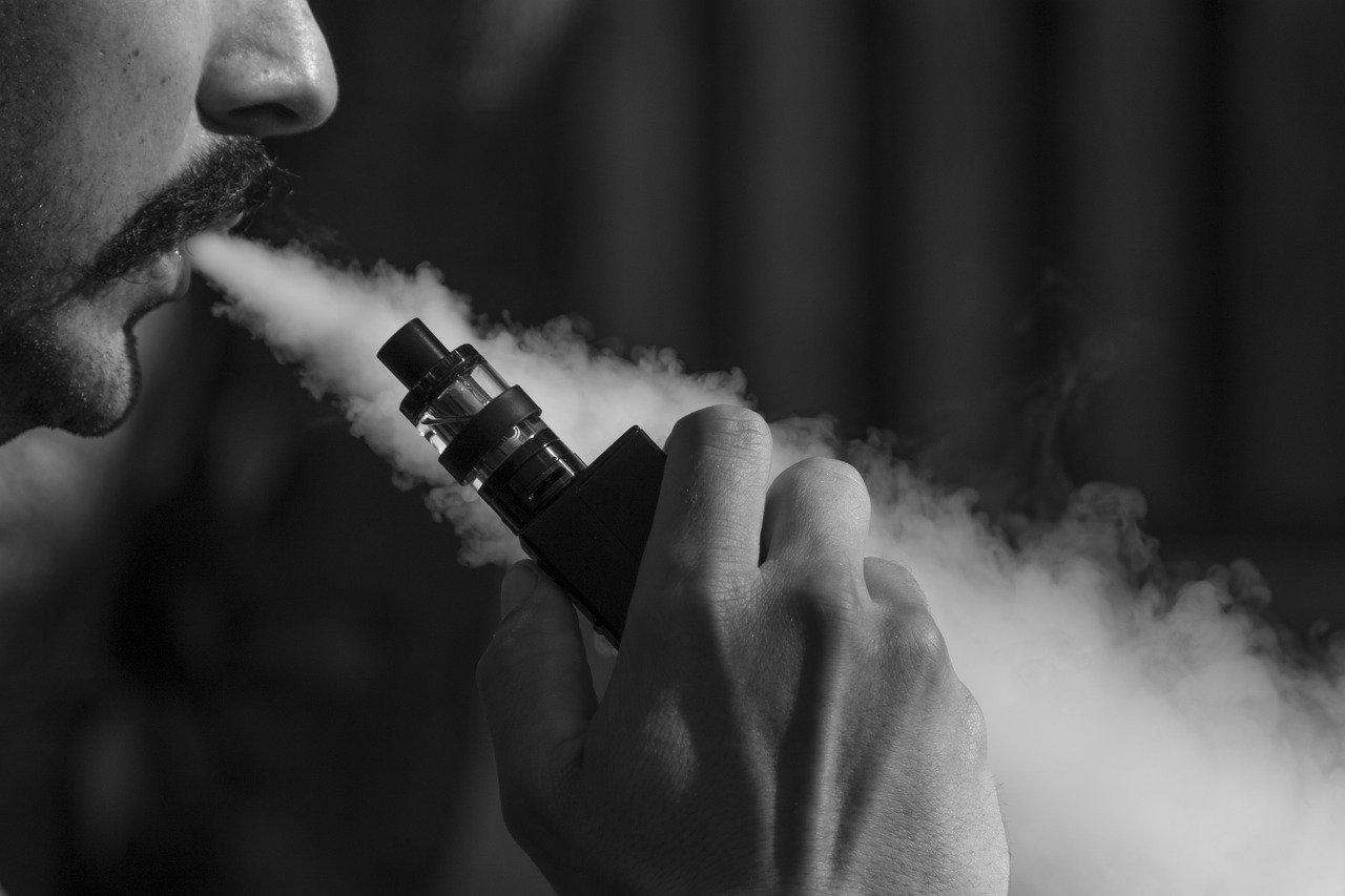 les raisons de la toux relative à l'utilisation de la cigarette électronique
